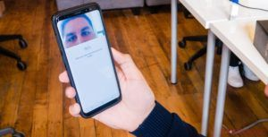 Samsung reportedly working on improved iris scanner for Galaxy S9