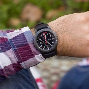 Samsung Gear S3 Frontier in 'new other' condition costs $199 in eBay spotlight deal