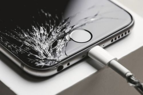 New repair data shows we won't fix a cracked screen if the phone still works