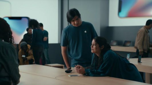 Samsung brilliantly taunts Apple yet again with hilarious new Galaxy S9 ad