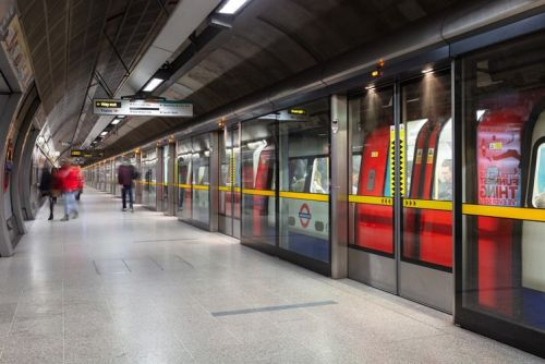 London Tube to get 4G signal on platforms and trains from 2020