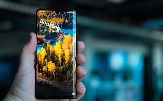 Huawei phones including the P30 Pro have started showing lockscreen adverts