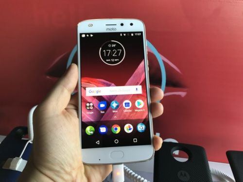Motorola Moto Z2 Play Hands on: Fresh and Youthful Modularity