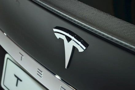 Tesla revives its referral program with chances to win a Roadster