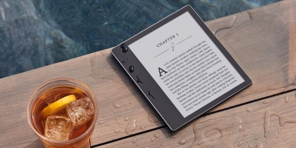 Amazon's new waterproof Kindle is the Cadillac of e-readers
