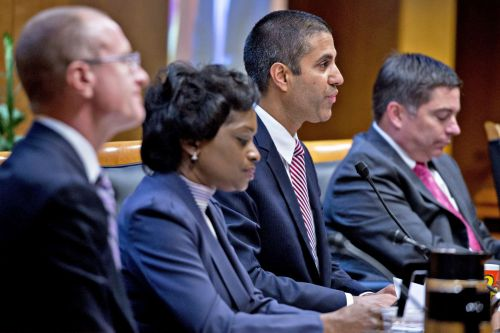 FCC hopes opening up communication airwaves will boost innovation