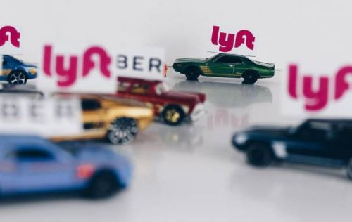 Lyft panic button gives riders a way to directly dial 911