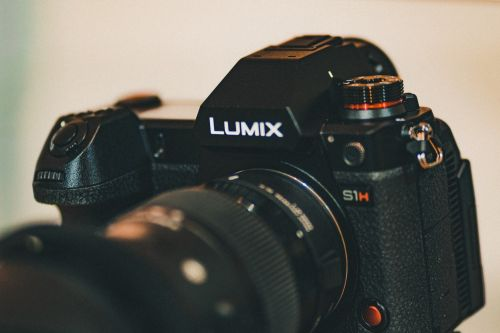 Mirrorless Full-Frame Showdown: Panasonic to launch Lumix S5 taking Canon EOS R6 Head-on