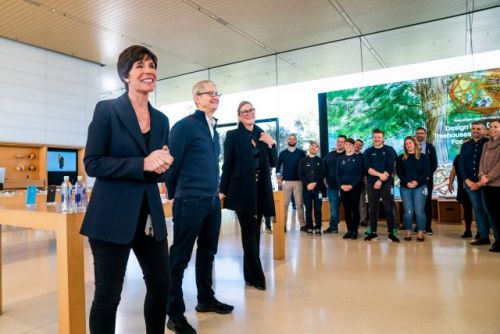 Apple Retail Chief Angela Ahrendts Leaving in April