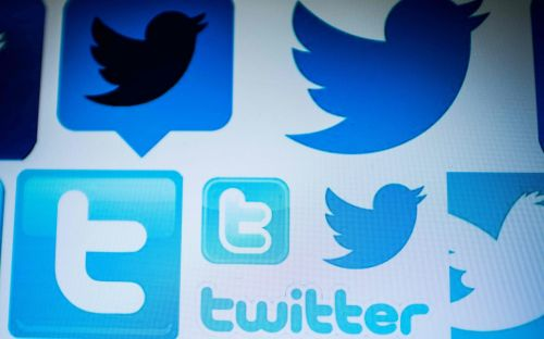 Twitter warns users of year-long glitch that shared private messages