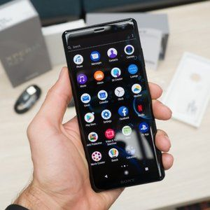 Amazon kicks off Sony Xperia XZ3 pre-orders in the US, throwing in free Xperia Ear Duo headset