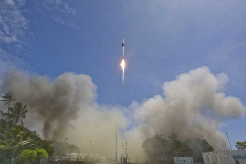 FCC greenlights SpaceX to launch 7,000 satellites for broadband services
