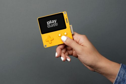 Playdate, the tiny handheld with a crank, is delayed to early 2021