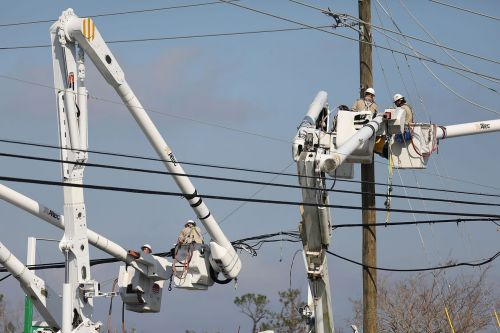 FCC chairman criticizes US carriers for 'unacceptable' progress after Hurricane Michael