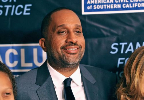 'Black-ish' showrunner Kenya Barris signs on at Netflix