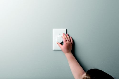 Lutron's new dimmer for Hue lights fixes the wall switch problem