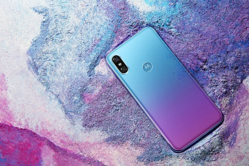 Motorola's latest phone looks exactly like an iPhone X with a Huawei paint job