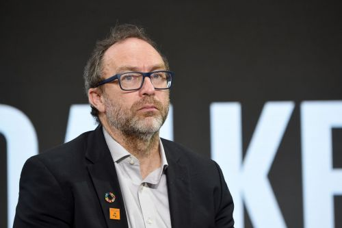 Wikipedia founder lays off all journalists from his new media website