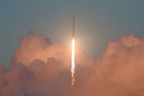 SpaceX to launch its satellite internet prototypes this weekend