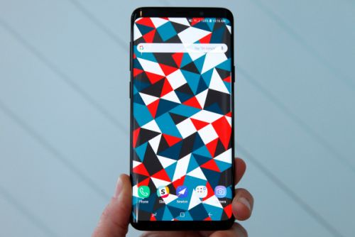 Top Samsung insider reveals new Galaxy S10 model with totally different design