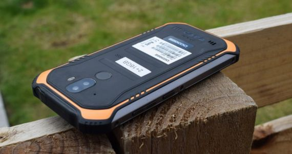 Review: The Doogee S40 is a rugged phone you'll want to break