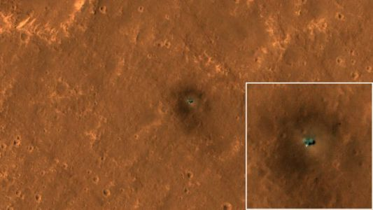 HiRISE Camera Snaps Eye-Catching Views of NASA's InSight and Curiosity on Mars