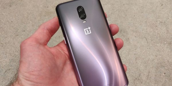 The $550 OnePlus 6T makes me wonder if Google's $800 Pixel 3 phone is actually worth the extra money for a better camera