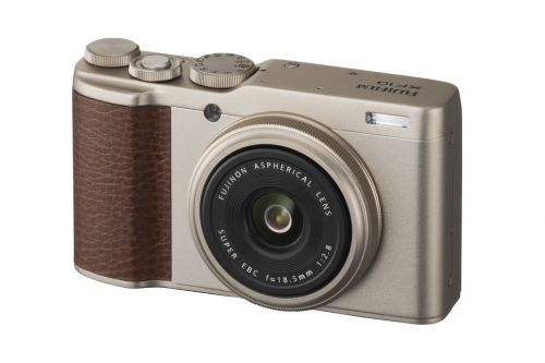 Fujifilm's XF10 is a small compact camera with a big sensor