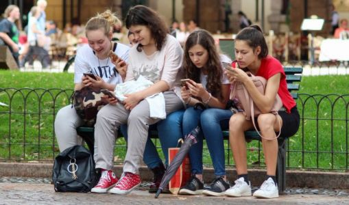 Study links frequent gadget use to increased ADHD symptoms in teens