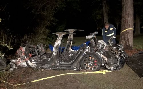 Tesla crash with two dead might have had no one behind the wheel