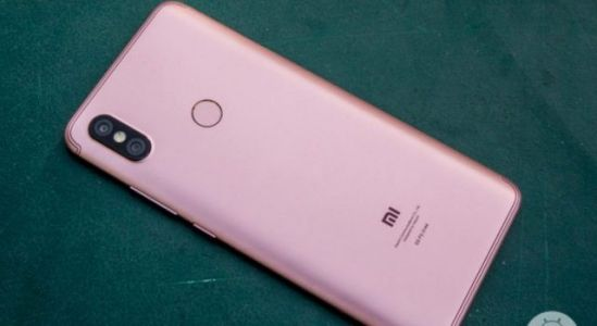 Alleged Xiaomi Redmi 6 Pro pictured with a notched display