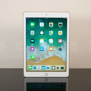 Apple's 2018 9.7-inch iPad goes down to a new all-time low price