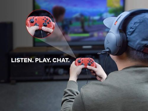 This Nintendo Switch Controller Lets You Plug Your Headset into It Instead of Your Phone