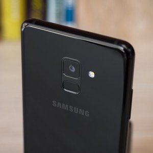 Galaxy Note 9 reportedly catches fire in woman's purse - CNET
