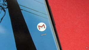 Gmail gains ability to edit Slides presentations with integrated Chat
