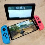 Alleged Honor Note 10 spy shots size the behemoth up with a Nintendo Switch