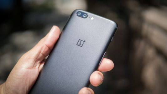 OnePlus 5T teaser image hints at the flagship going bezel-less
