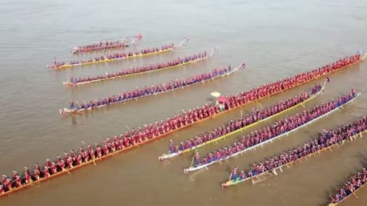 Watch: World's Longest Dragon Boat Is Almost the Same Length as the Statue of Liberty