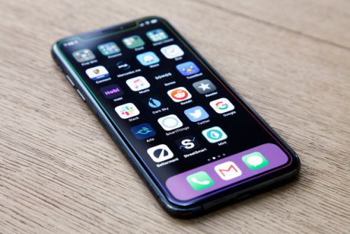 Let's put a stop to this iPhone 11 'black-lens' camera nonsense